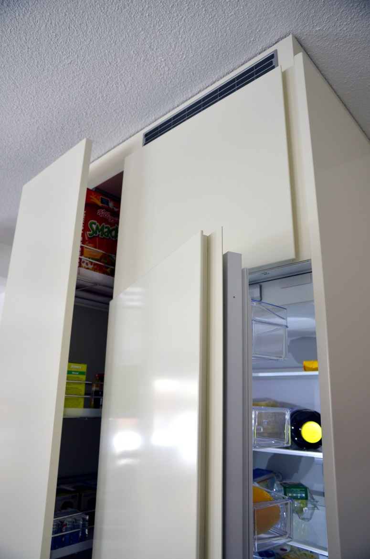 beige lackierte k che mit led beleuchtung funk innenausbau ag. Black Bedroom Furniture Sets. Home Design Ideas