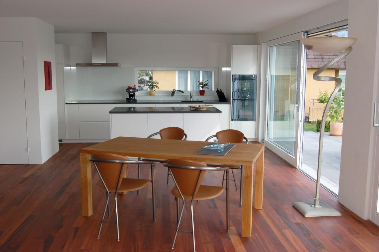 Weiss lackierte Wohnraumküche – Funk Innenausbau AG
